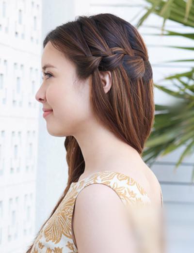 长发发型增添了一丝甜美的气质